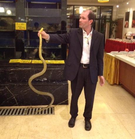 a cena con il serpente